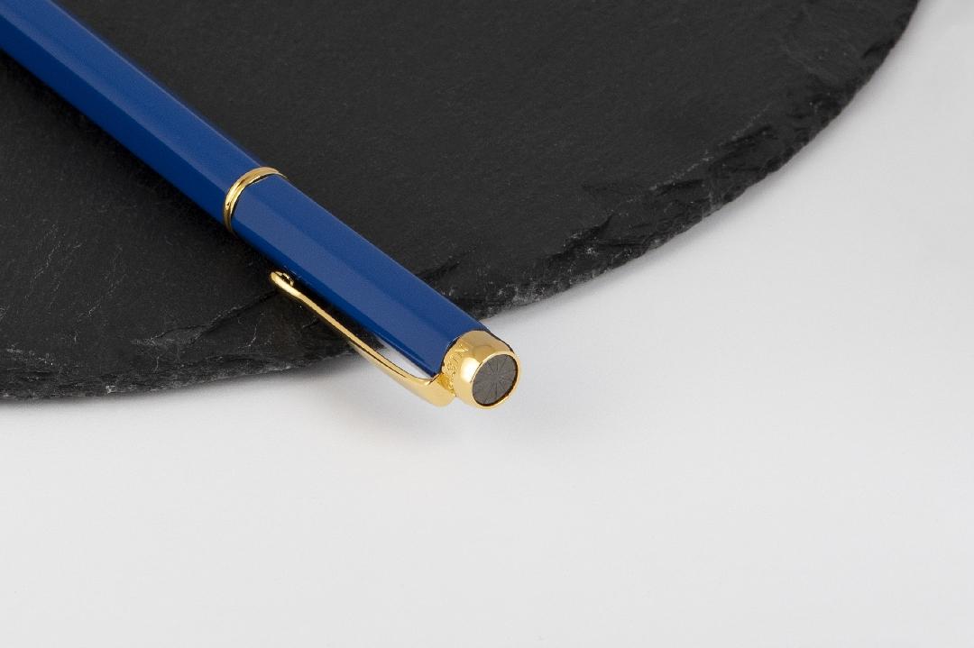 شماغ دسار شلش موديل 2020 مع قلم  نيتو ماراني أزرق ذهبي
