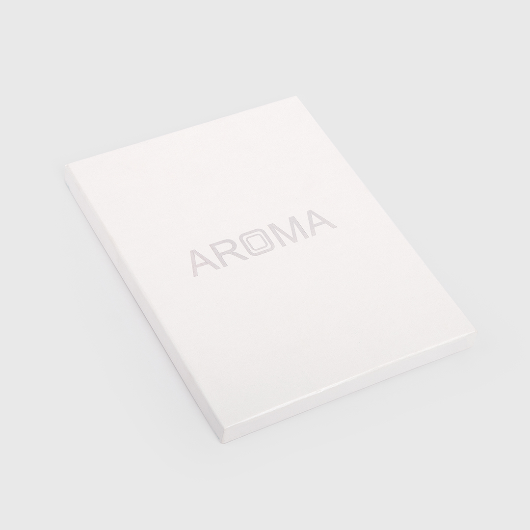 غترة أروما بيضاء فاخرة مع قلم  نيتو ماراني ازرق منقوش بالفضي