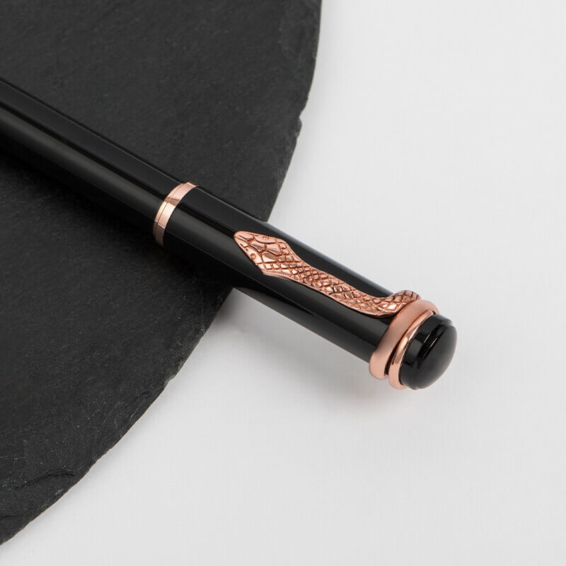 شماغ  لينزونا مع طقم قلم وكبك وساعة