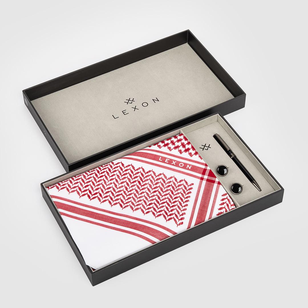 بوكس طقم لكسون موديل 2020 يتكون من شماغ أحمر مع قلم وكبك.