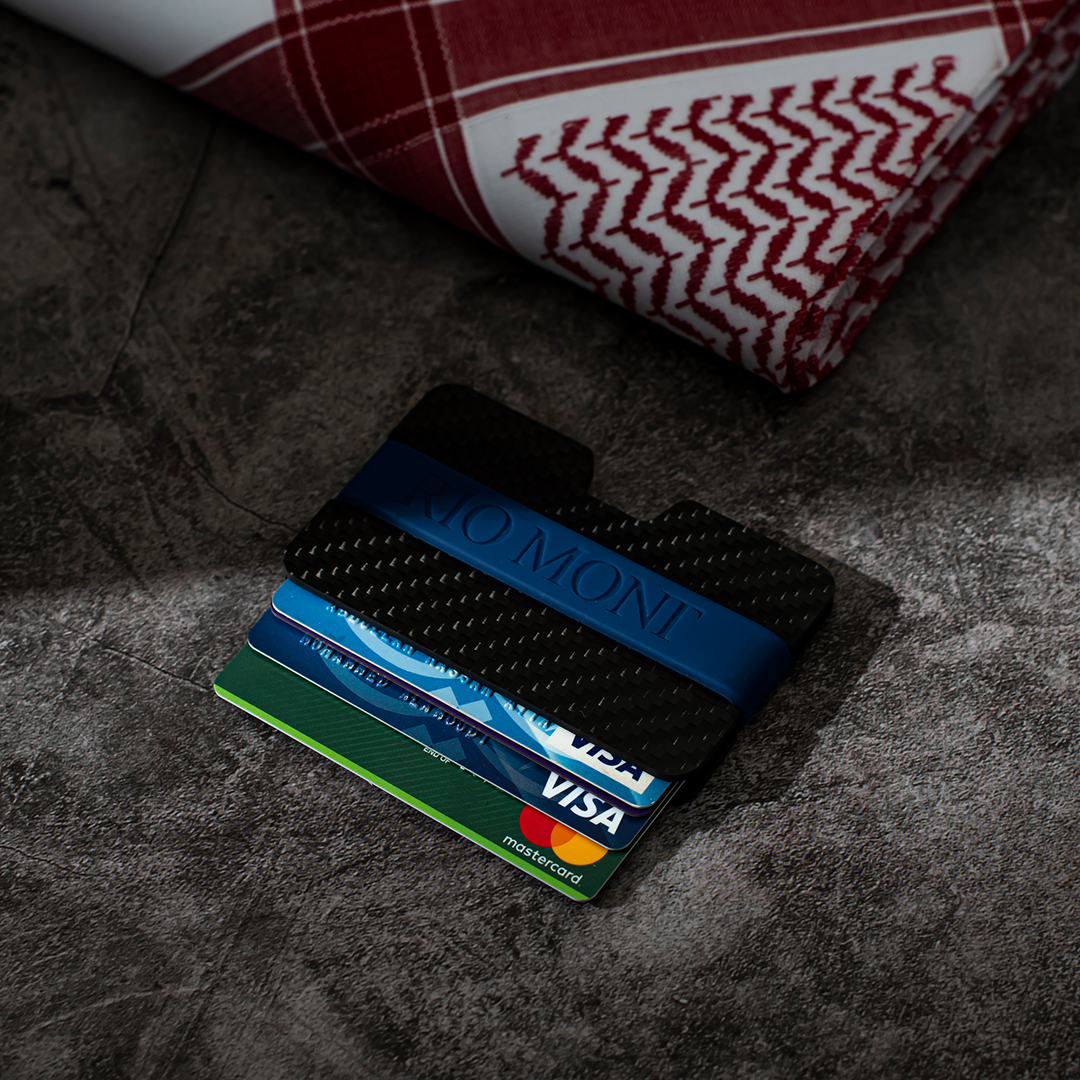 شماغ ريو مون شبابي أحمر مع محفظة كاربون فايبر بحزام أسود/ أزرق