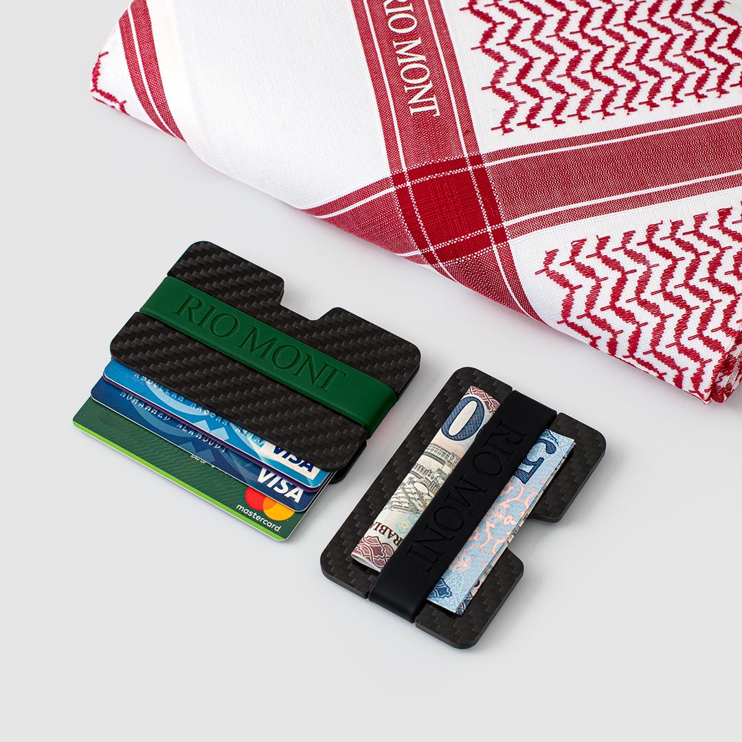 شماغ ريو مون شبابي أحمر مع محفظة كاربون فايبر بحزام أسود/ أخضر