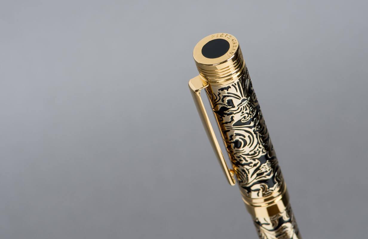 قلم نيتو ماراني ذهبى منقوش بالأسود