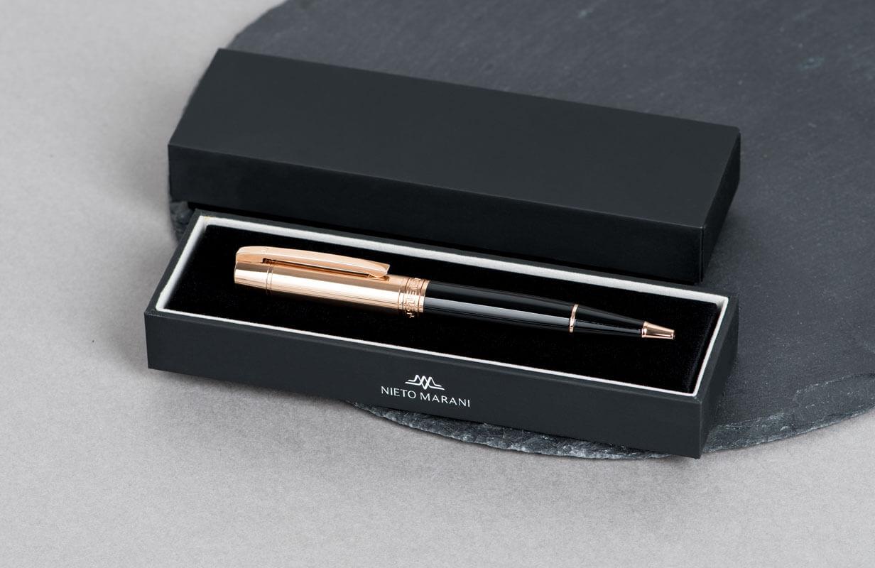 قلم اسود براس ذهبي روز  منقوش  - نيتو ماراني