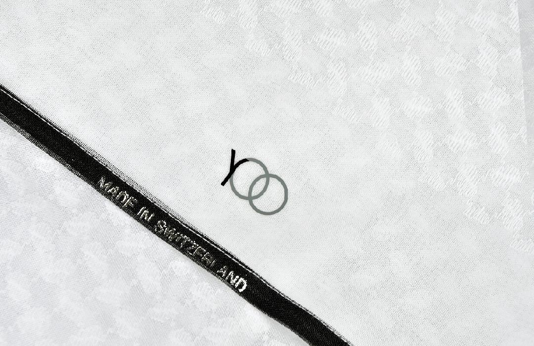 شماغ يوو بلاك أبيض بأطراف لون أسود