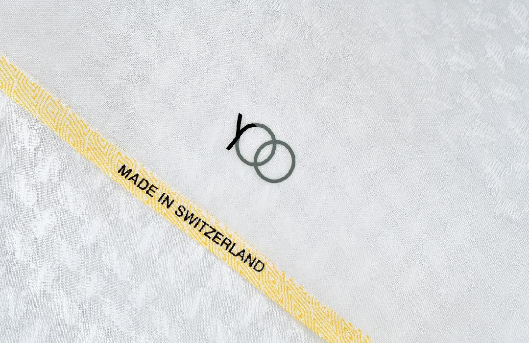 شماغ يوو ليكسون أبيض بأطراف لون أصفر