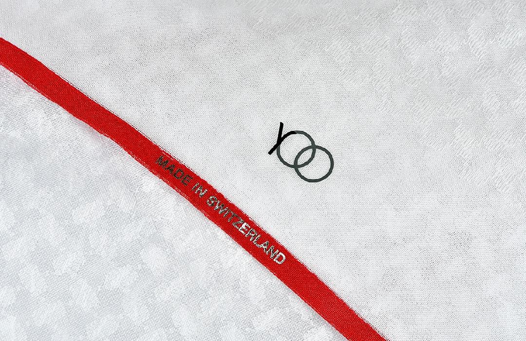 شماغ يوو بريفا أبيض بأطراف لون أحمر