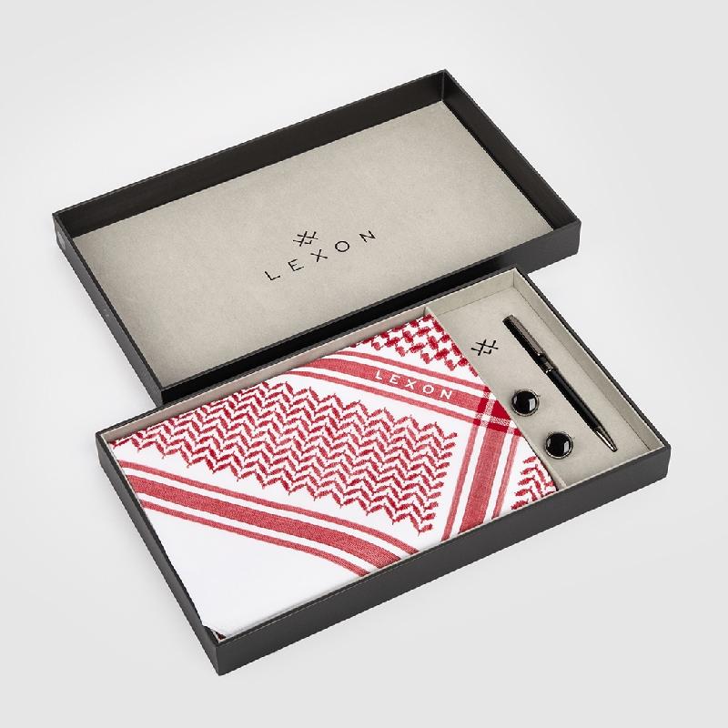 طقم ليكسون موديل 2020 يتكون من شماغ أحمر مع قلم وكبك.