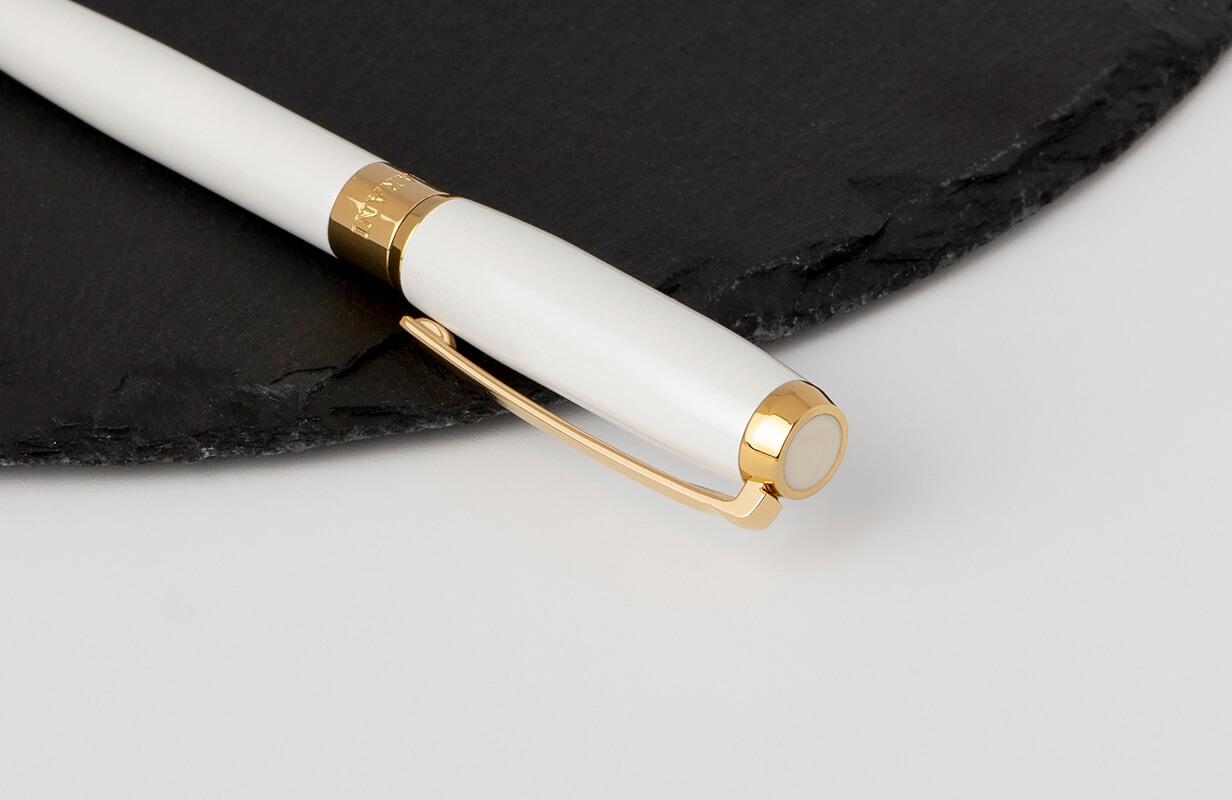 قلم أبيض مزين باللون الذهبي- نيتو ماراني