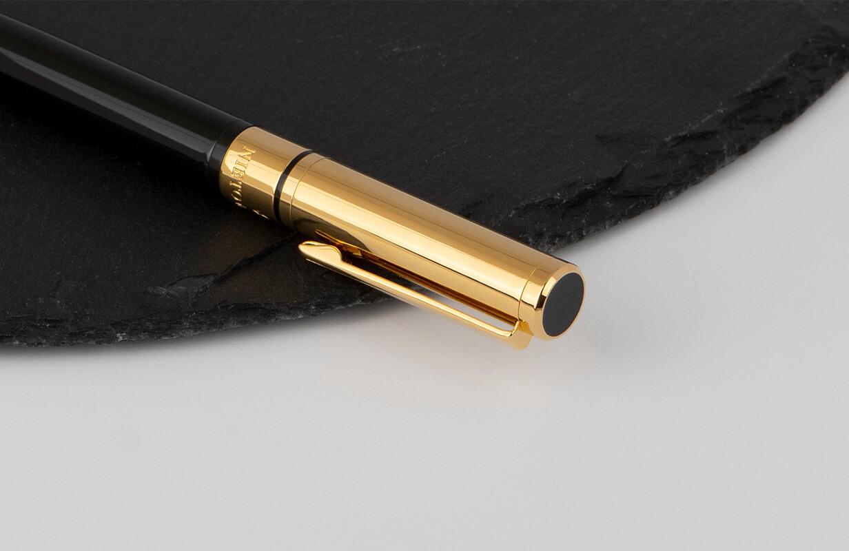 قلم أسود بقاعدة ذهبية - نيتو ماراني