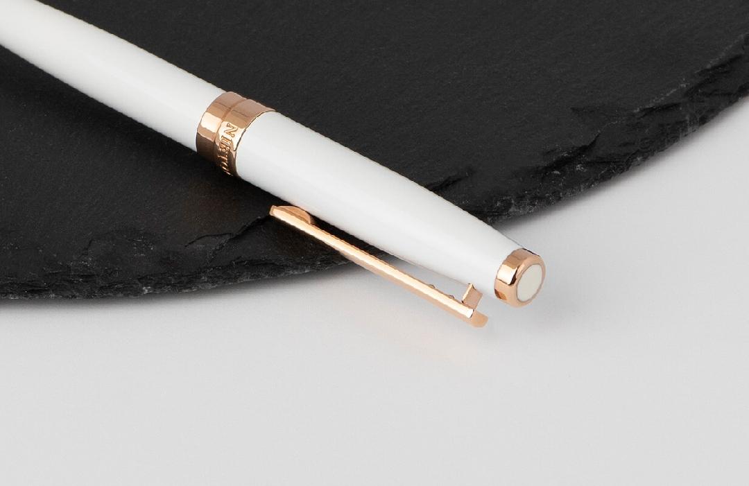 قلم نيتو ماراني أبيض مزين بالروز الذهبي سادة
