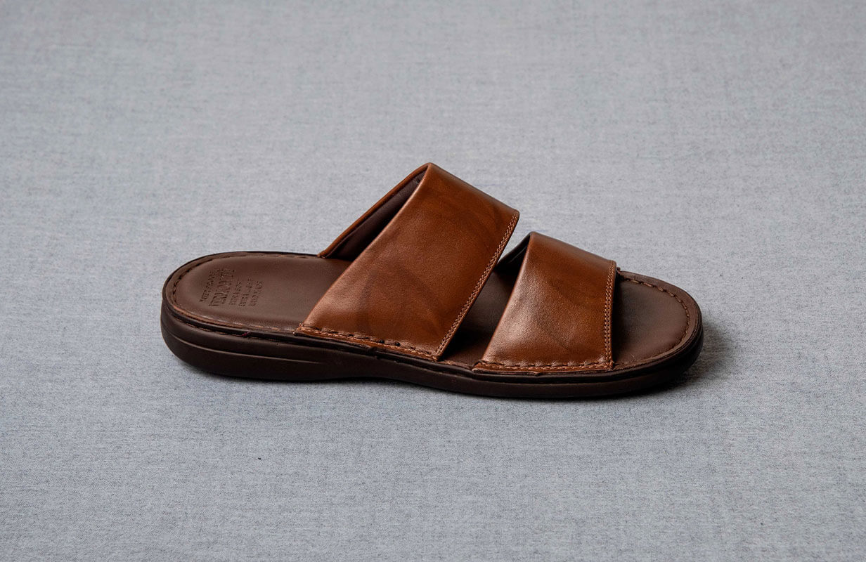 Brown oriental men's shoes from Vermonti